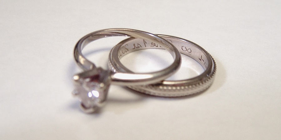 macro view diamond rings